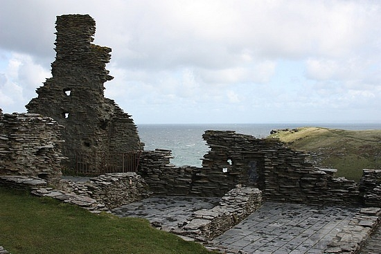 2-ruins-of-tintagel-castle-padstow